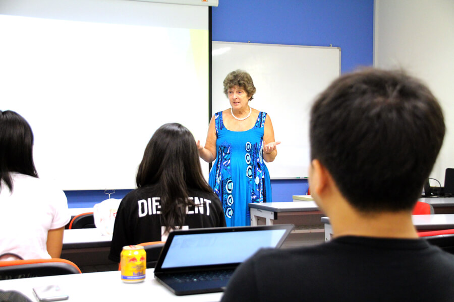 Guest Lecturer from University of Northampton Visits TMC Business Students