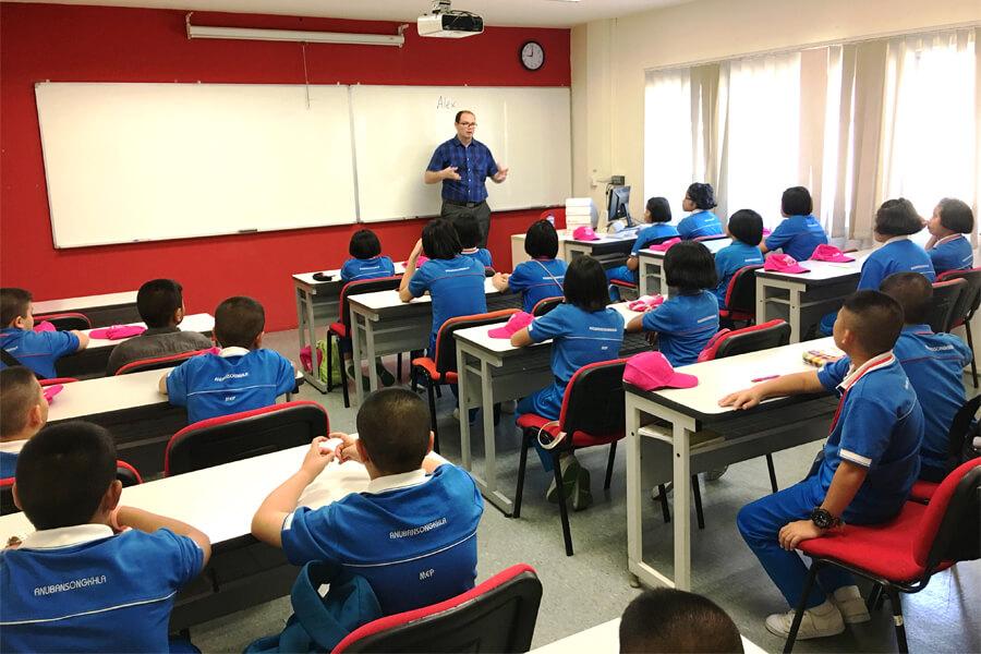 Thai Student Holiday English Class